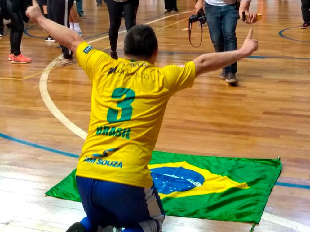 Brasil vence Argentina e conquista primeiro título mundial de futsal down